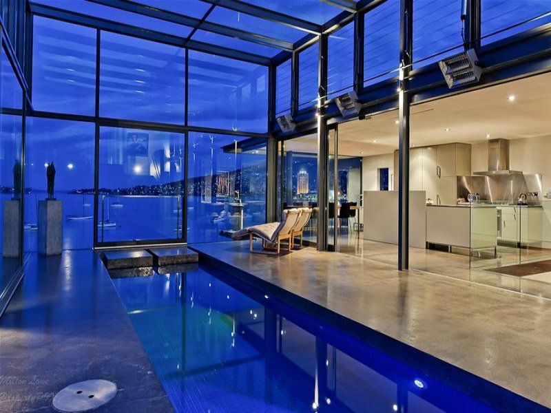 Casa de Vidro remodelada na Austrália; vidro e aço. (2/6)