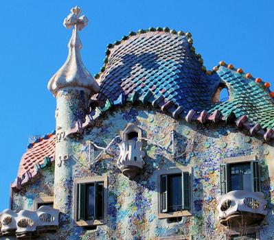 casa-battlo-roofline