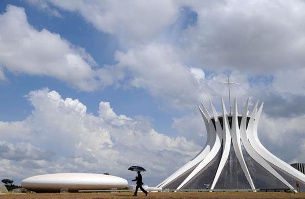 Para comemorar o aniversário da Catedral, o arcebispo de Brasília Dom Sergio da Rocha celebra missa especial.