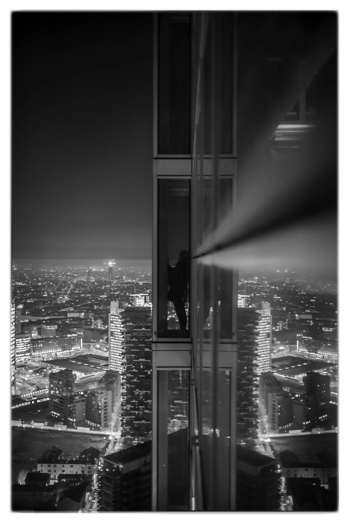 Milano by night … 39 floor Italy (by Davide®Photographer)