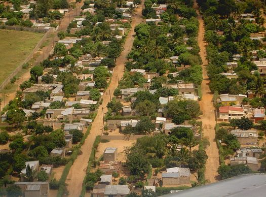 800px-Maputo_outskirts_-_March_2005