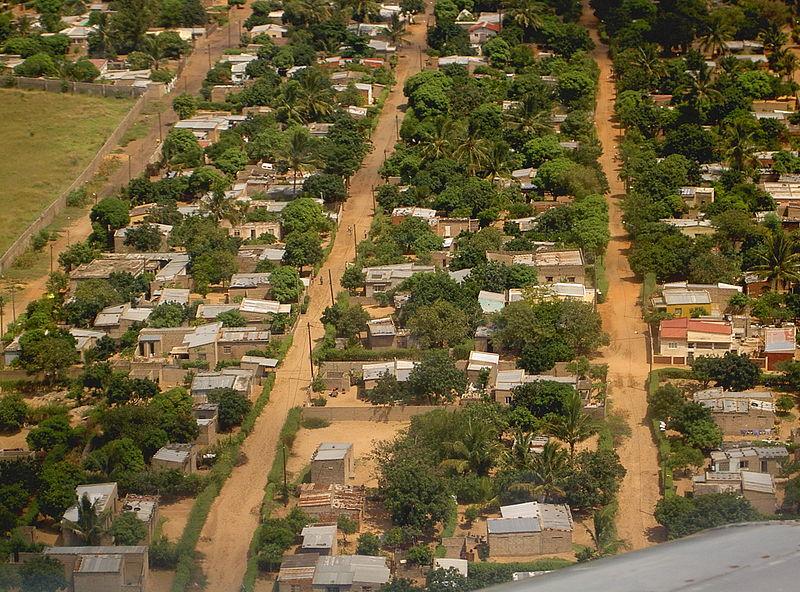 800px-Maputo_outskirts_-_March_2005