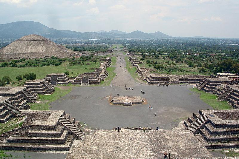 800px-View_from_Pyramide_de_la_luna